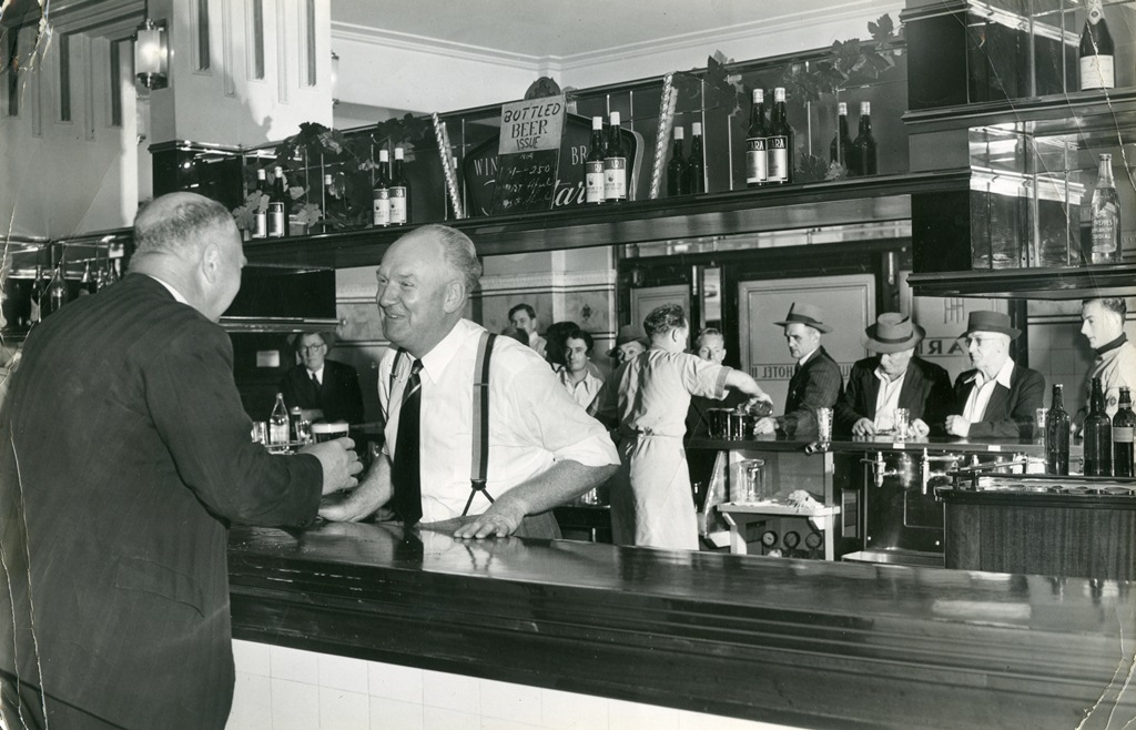 Hurstville Hotel licensee Martin Shanny and patrons, July 1952. Georges River Local Studies collection.